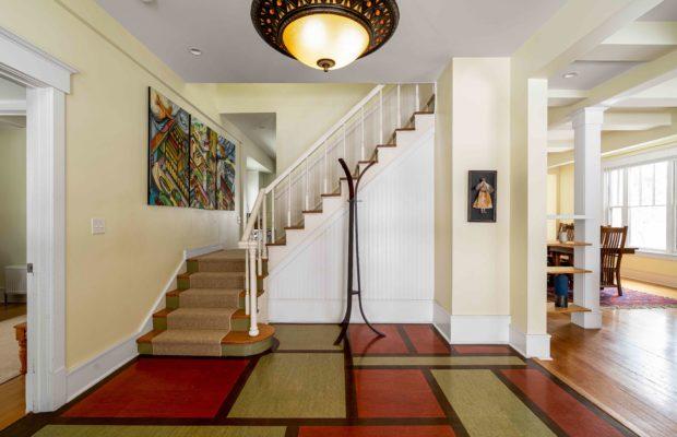 810 S Willson entry foyer