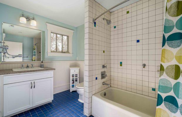 810 S Willson upstairs hall bathroom