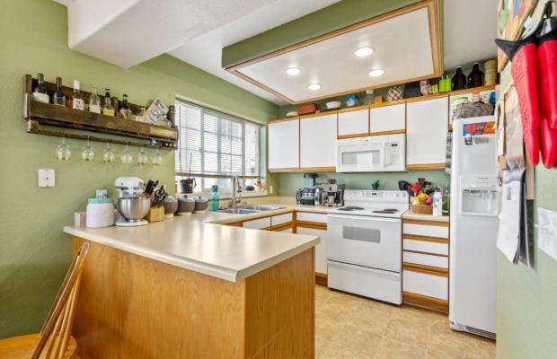 3012 W Villard, kitchen with bar, sink window, and range