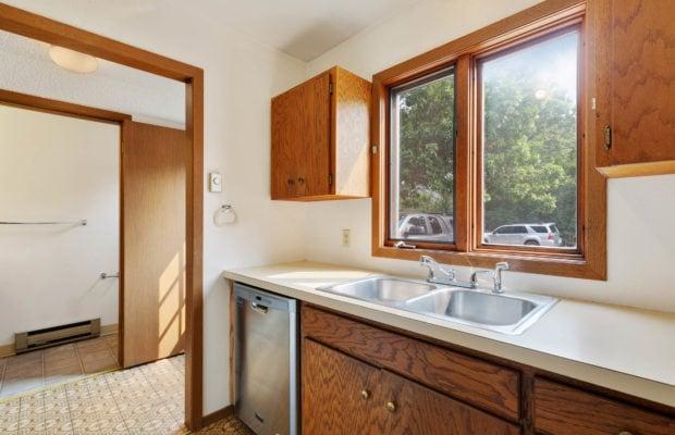 321 Perkins Place, Unit C, kitchen looking towards half bathroom