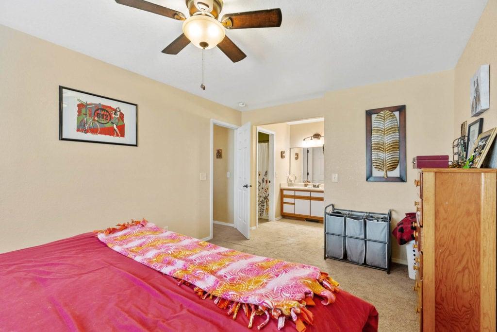 3012 W Villard, bedroom with ensuite bathroom