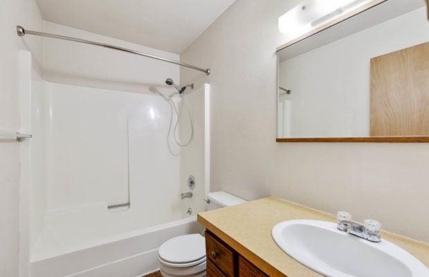 321 Perkins Place, Unit C, upstairs bathroom