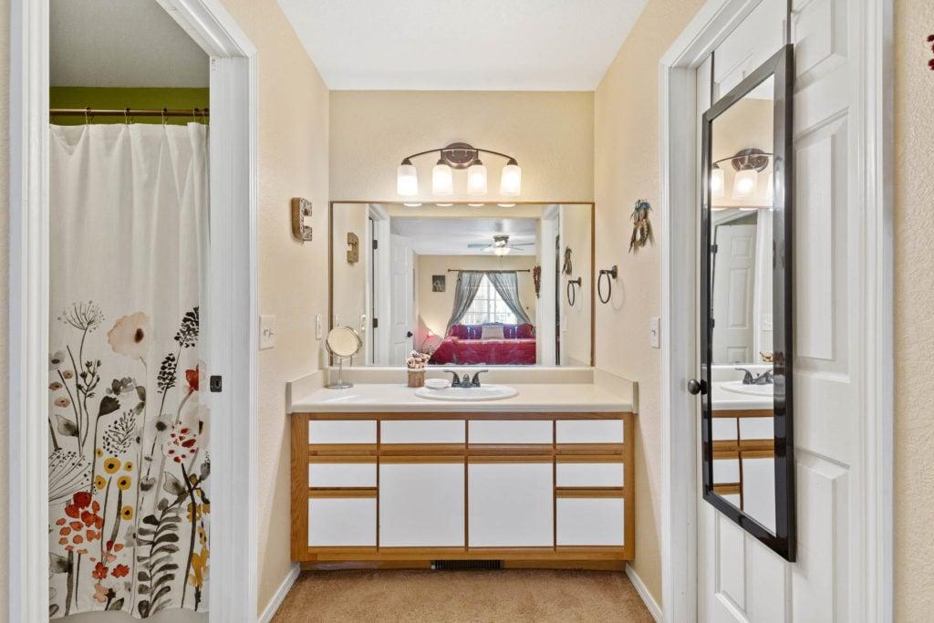 3012 W Villard, ensuite bathroom