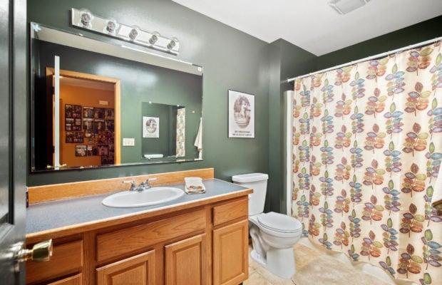 63 Bronco Drive Upper level full-sized bathroom #2