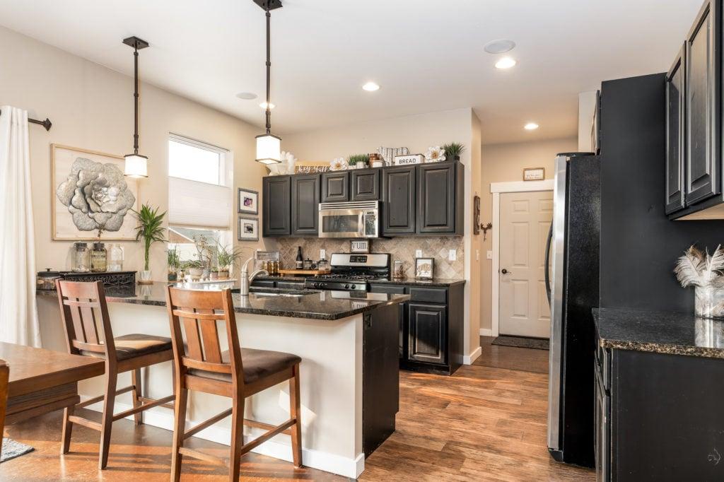 2397 Lasso Avenue kitchen/dining bar