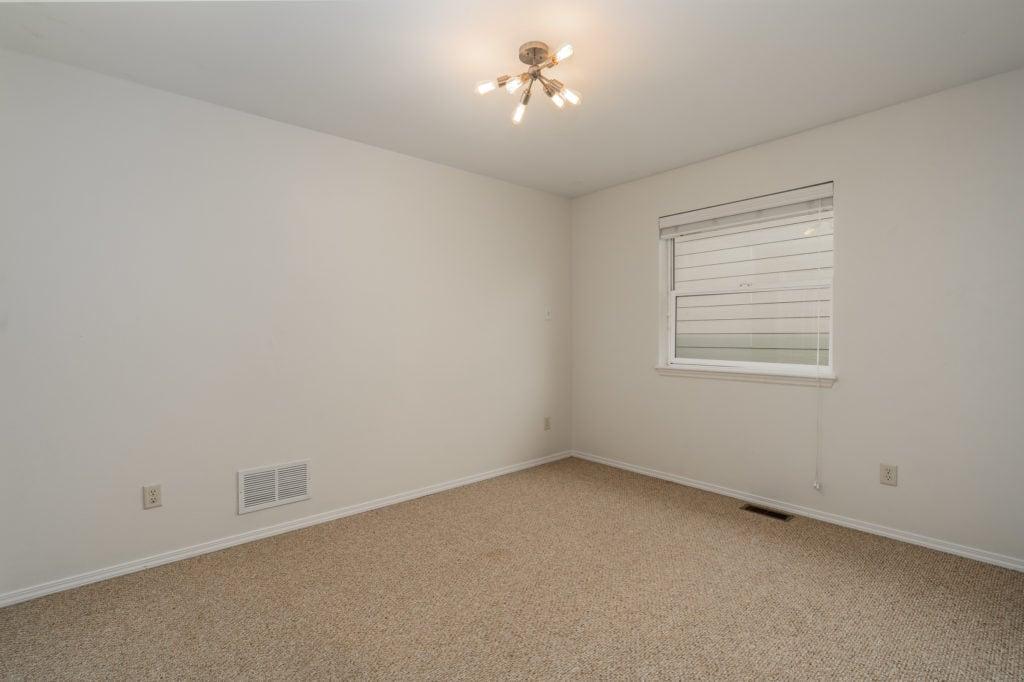 533 Green Tree hall bedroom 1