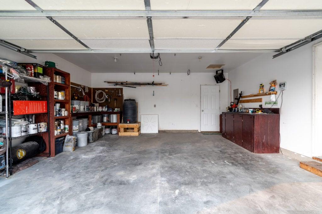 533 Green Tree garage