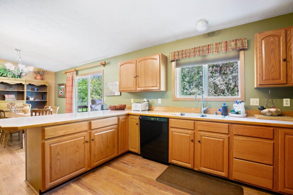 63 Bronco Drive kitchen