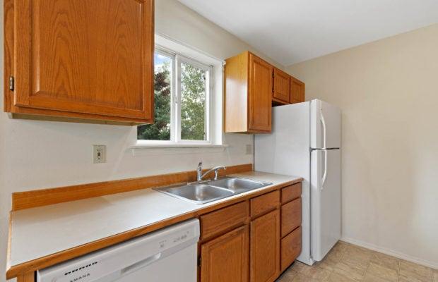 111 S Yellowstone Avenue kitchen