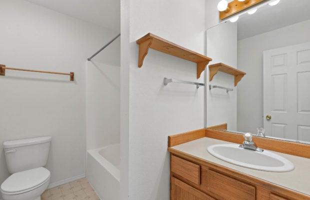 111 S Yellowstone Avenue full bathroom