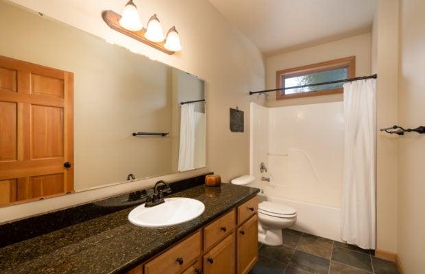3300 E Graf Unit 2 full bathroom off of hallway