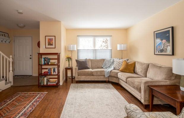 12 E Garfield, Unit D3, main living area