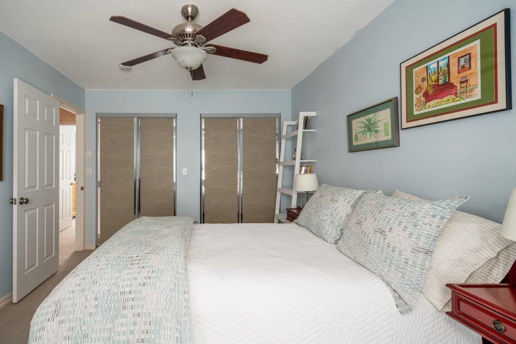 12 E Garfield, Unit D3, bedroom 1