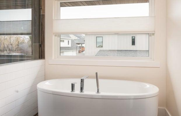 2440 Atsina Lane tub in master bathroom