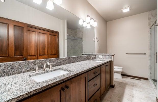 4275 Palisade Drive master bathroom