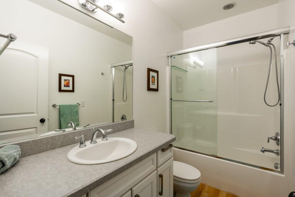 4243 W Babcock #4 hall bath