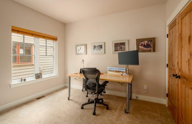 3542 Lolo Way, office