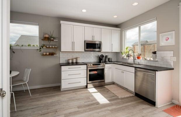 4660 Shadowglen, kitchen