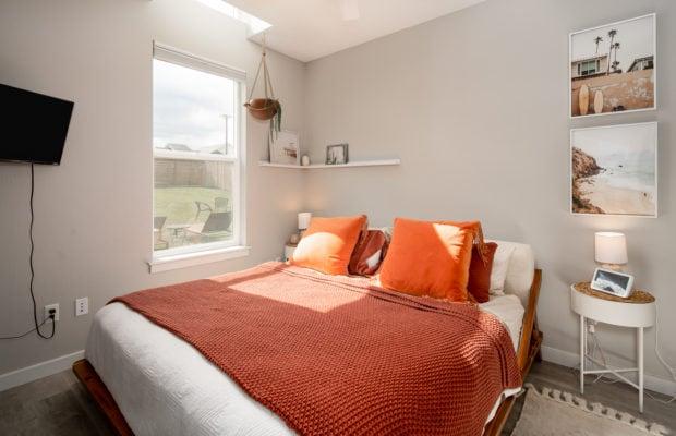 4660 Shadowglen, master bedroom