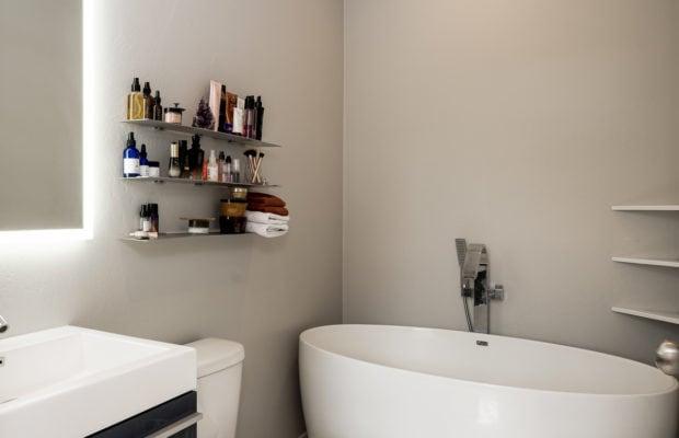 4660 Shadowglen, master bathroom